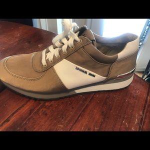 8.5 New Michael Kors Allie Sneaker White/Tan